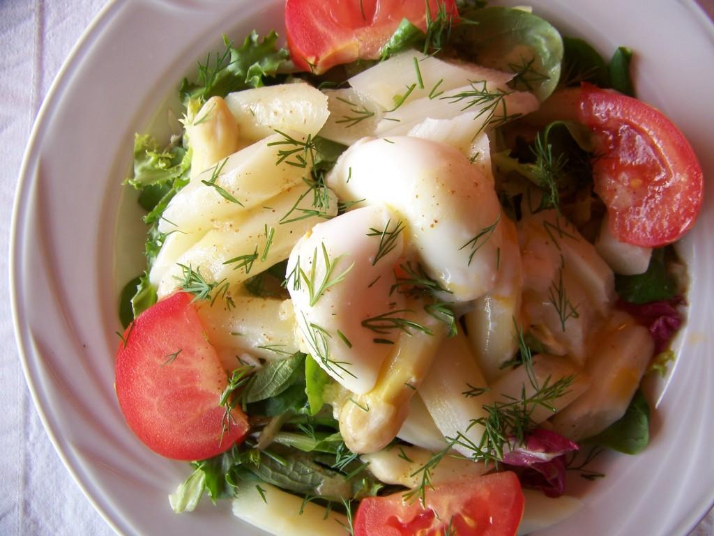 Sałatka z białych szparagów z jajkiem