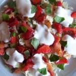 sałatka warzywna z wędzonym łososiem (1)