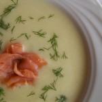 zupa ziemniaczno-porowa z wędzonym łososiem (1)